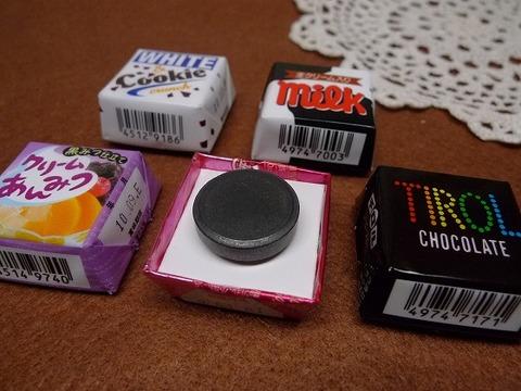 チロルチョコの包装紙でマグネット