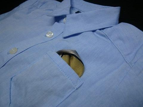三角形のポケットチーフ(ネクタイリメイク)