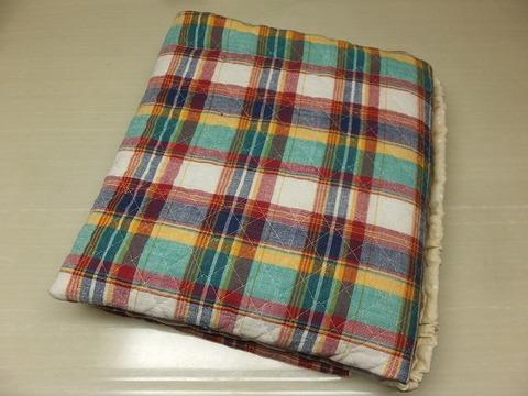 二つ折りの防災頭巾(ゴム付き座布団)