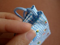 巾着の紐通し口