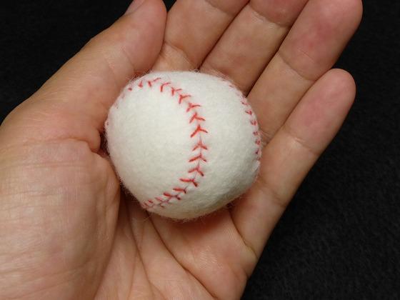 フェルトの野球ボール1